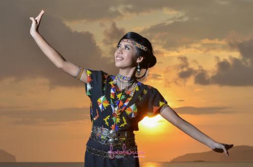 Gadis Sabah.Tanjung Aru, Sabah.